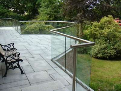 handrail-glass-and-posts-balustrade